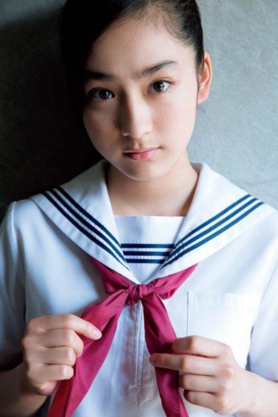 姉・愛梨も絶賛 正当派すぎる美少女・平祐奈の激カワ制服姿