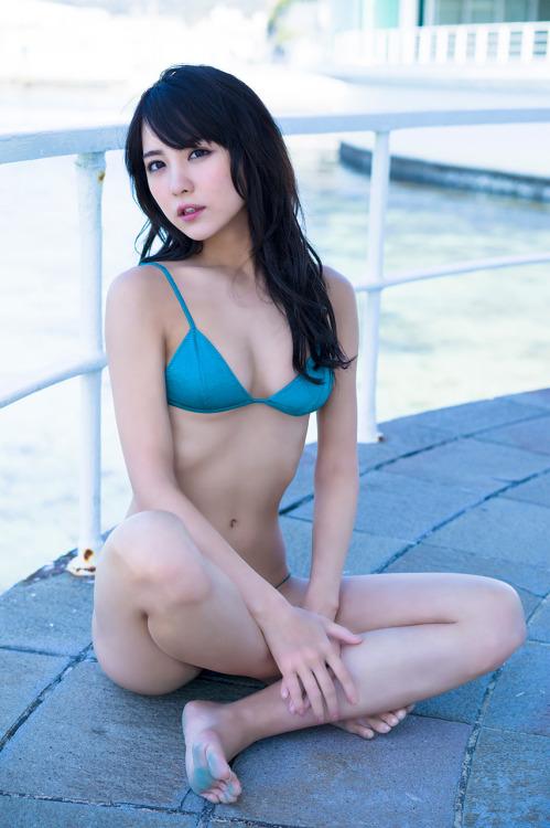 """""""ビリギャル""""石川恋、制服を脱いだ姿にエロい色気が漂うも、無個性化と露出過多を指摘する声も?"""