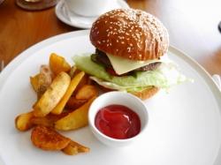 昼食ハンバーガー