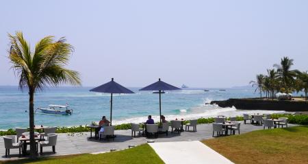 ホテルレストランからの海