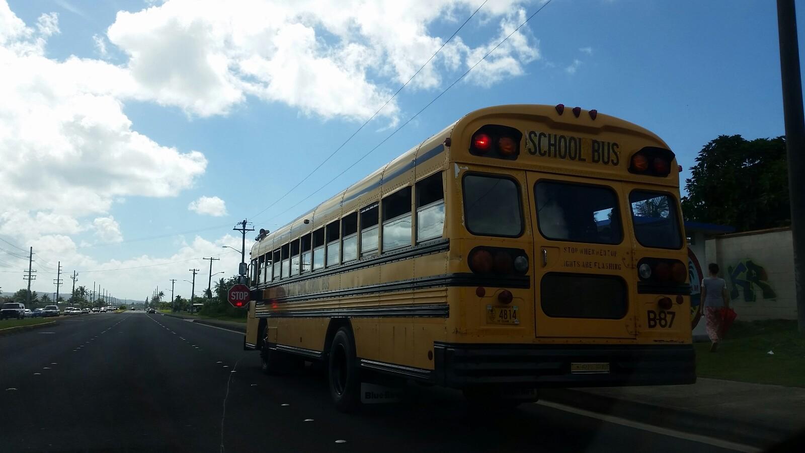 アメリカグアムスクールバス赤ランプ