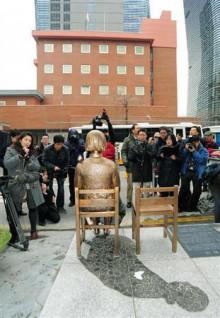 日本大使館前慰安婦像