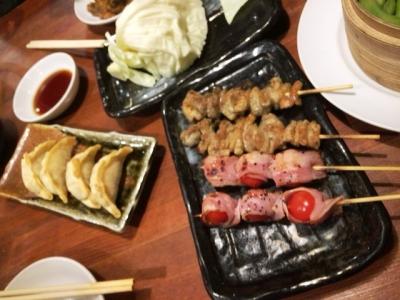160203てらきん浜松田町店トマトベーコン、鶏皮、揚げギョーザ