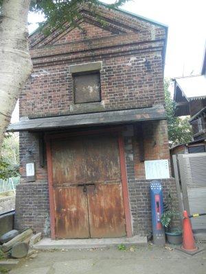 煉瓦造りの旧神輿庫