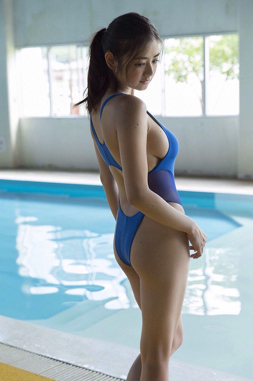 片山萌美の競泳水着グラビア