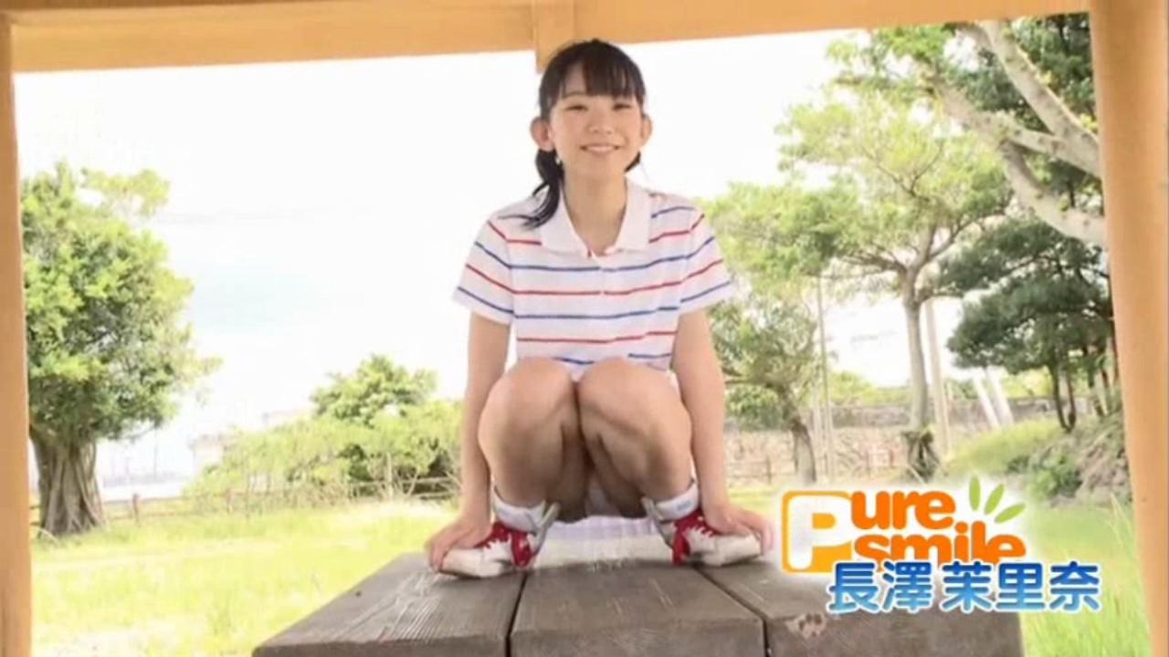 長澤茉里奈のDVD「ピュア・スマイル」キャプチャ画像、パンチラ