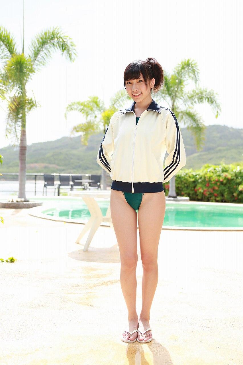 元AKB48・森川彩香の超ハイレグ水着グラビア