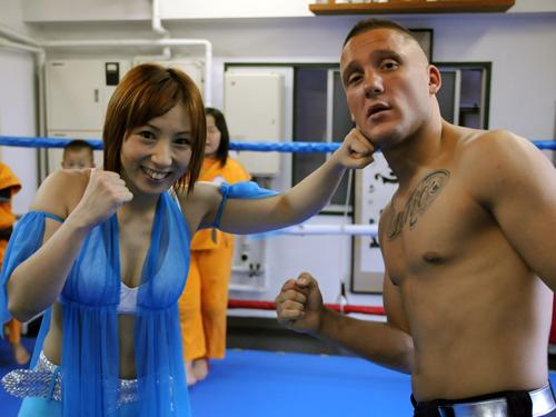 女子プロレスラーの風香とアンディ・サワーのツーショット画像