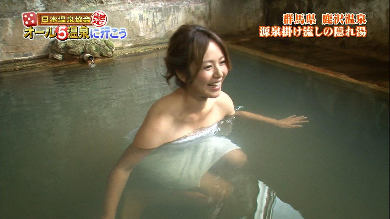 バスタオル1枚で入浴する磯山さやか