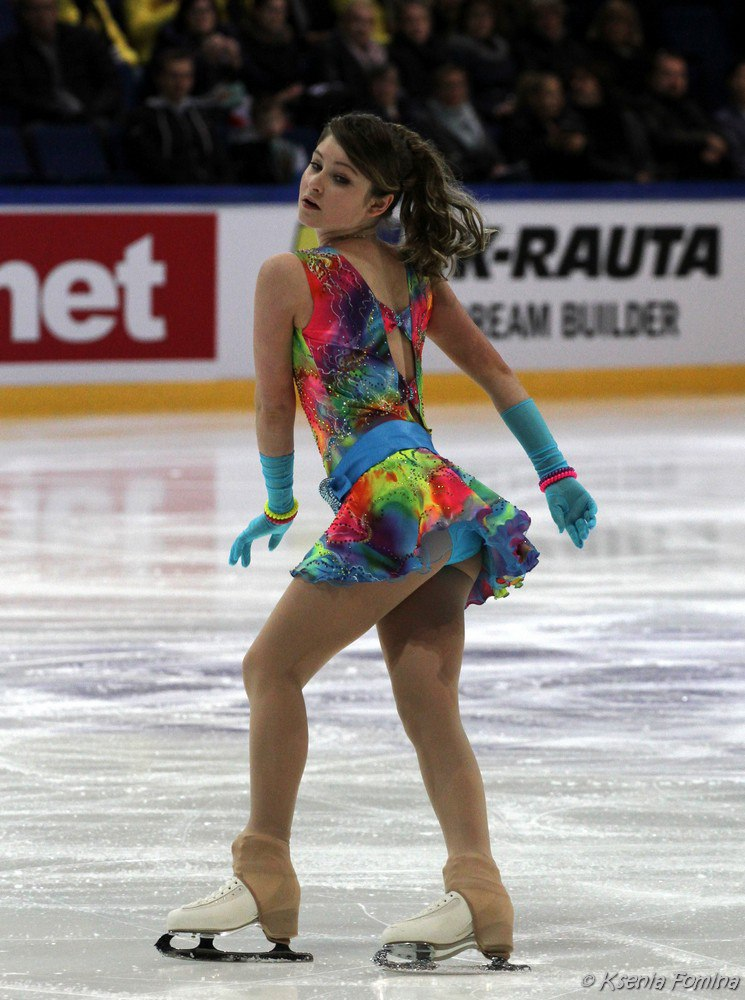 スケート衣装からはみ出したユリア・リプニツカヤのお尻