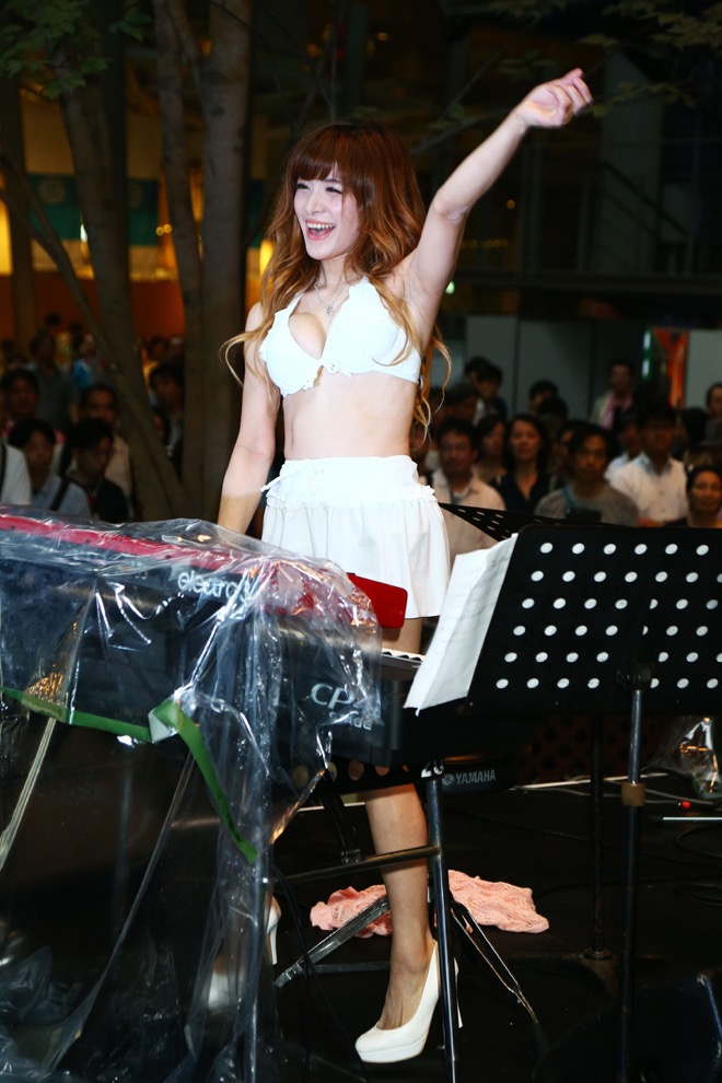 『エロすぎるジャズピアニスト』、高木里代子のおっぱい