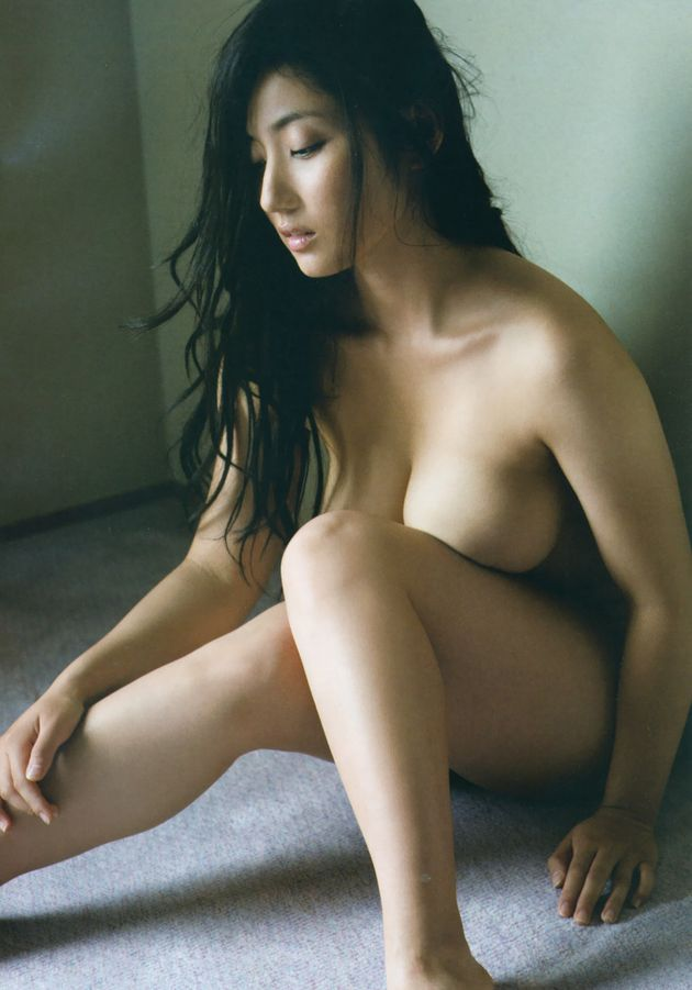 紗綾の尻出し&セミヌード写真集「紗綾」画像