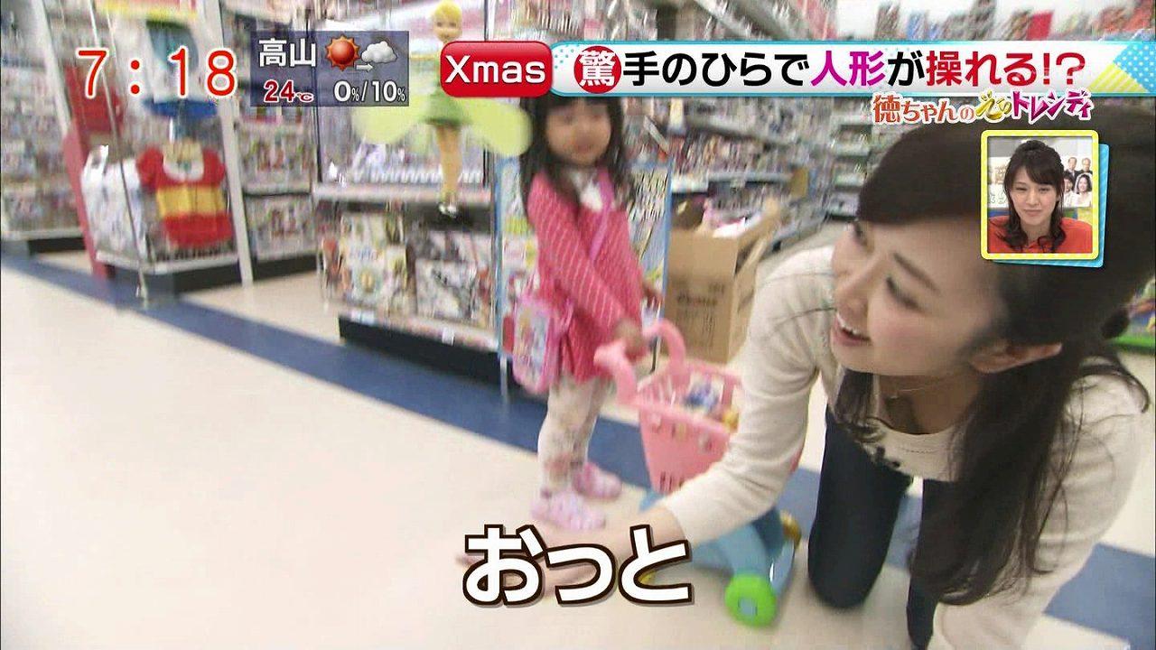 朝の生放送「ドデスカ!」でノーブラおっぱいをポロリする徳重杏奈アナ