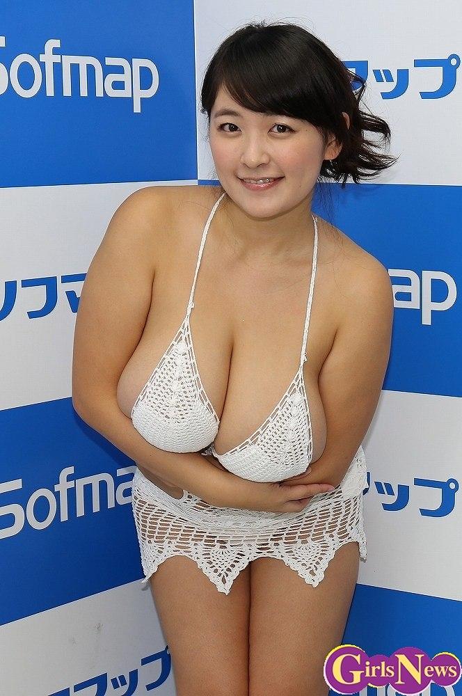 DVD&ブルーレイ「愛しの女神さま」の発売記念イベントでソフマップに登場した柳瀬早紀