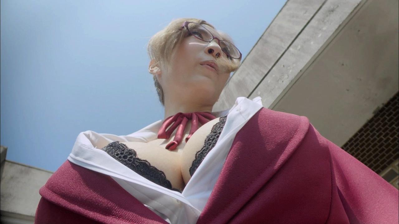 ドラマ「監獄学園 プリズンスクール」白木芽衣子役・護あさな丸出しおっぱい谷間