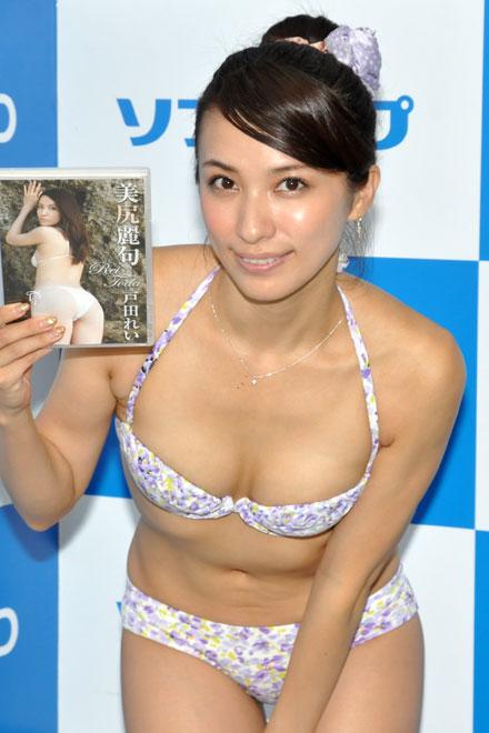 14枚目のDVD『戸田れい 美尻麗句』発売記念イベントでソフマップに登場した戸田れい