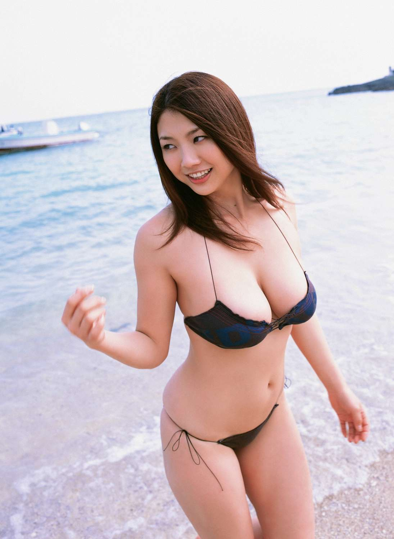 相澤仁美の水着グラビア