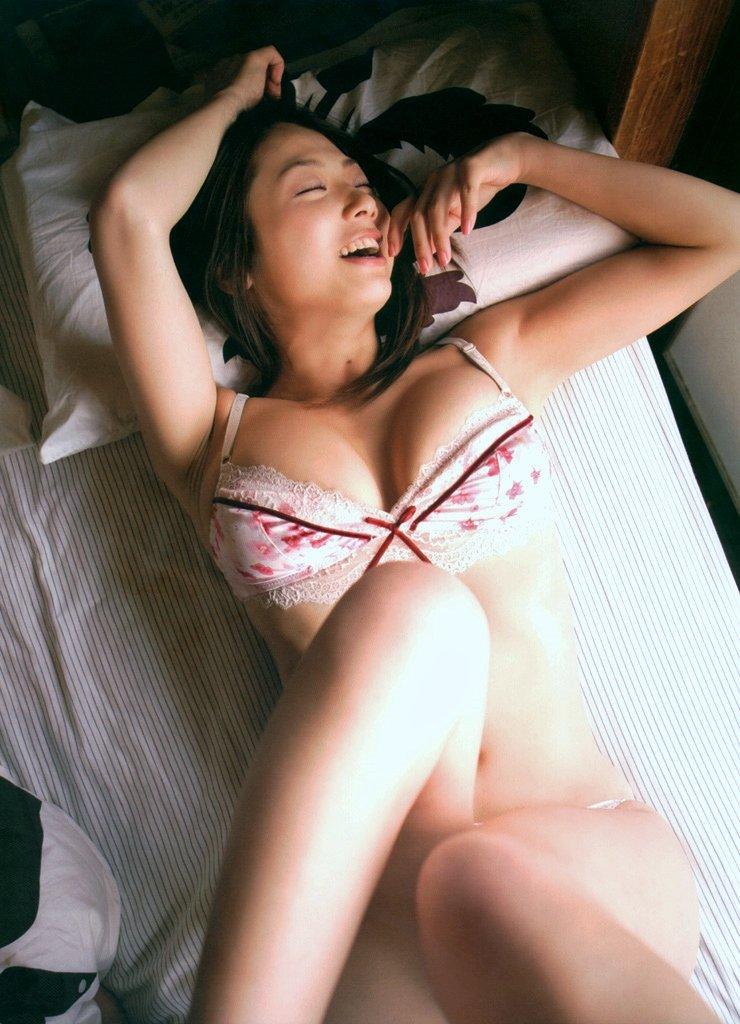 相澤仁美の下着グラビア