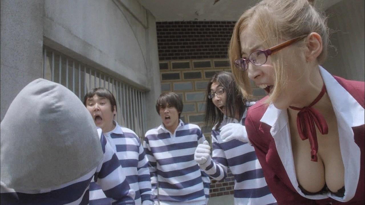 ドラマ「監獄学園 プリズンスクール」護あさなの丸出しおっぱい谷間