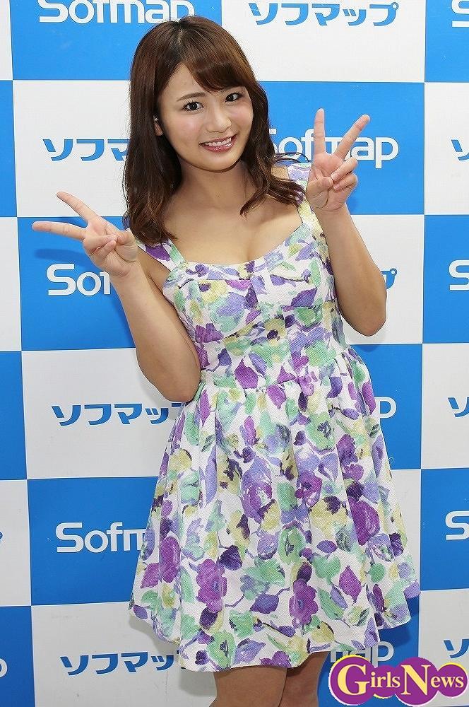 DVD「夏少女」発売記念イベントでソフマップに登場した平嶋夏海