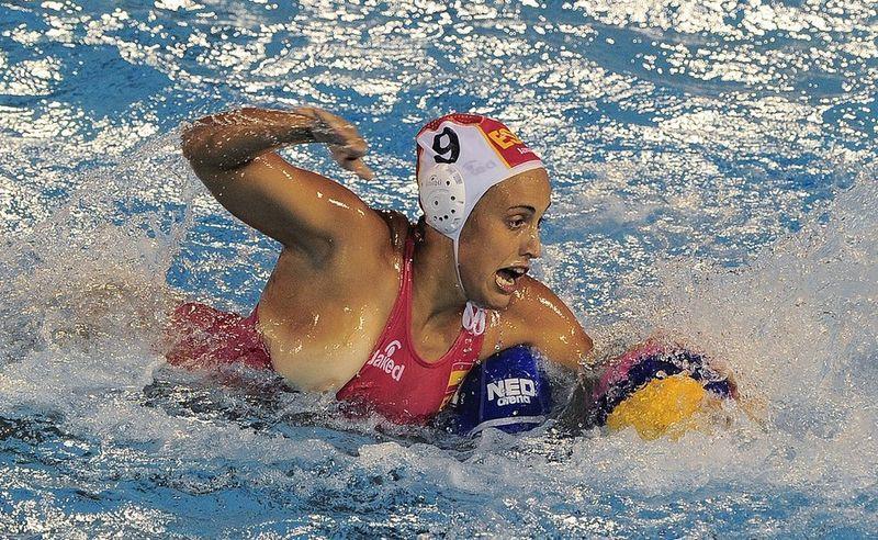 競技中に乳首丸出しになってる水球選手