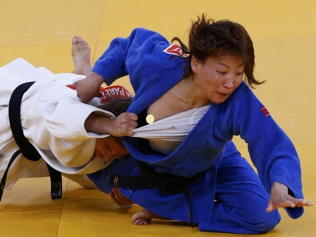 試合中に乳首丸出しになってる柔道選手