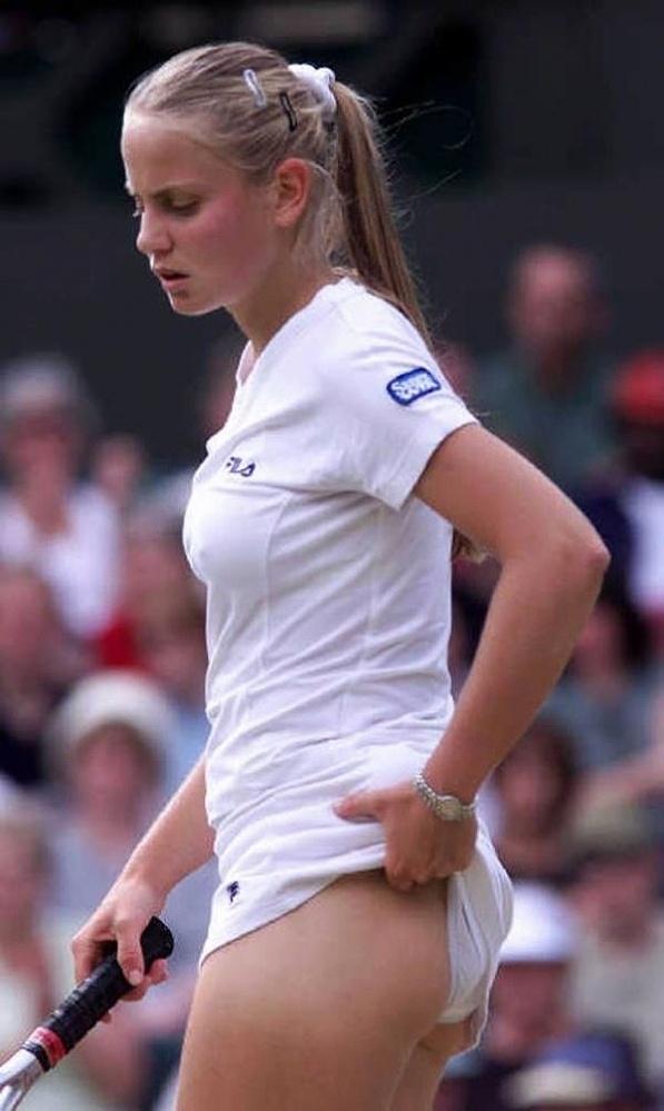 試合中にお尻ポロリする女子テニスプレイヤー