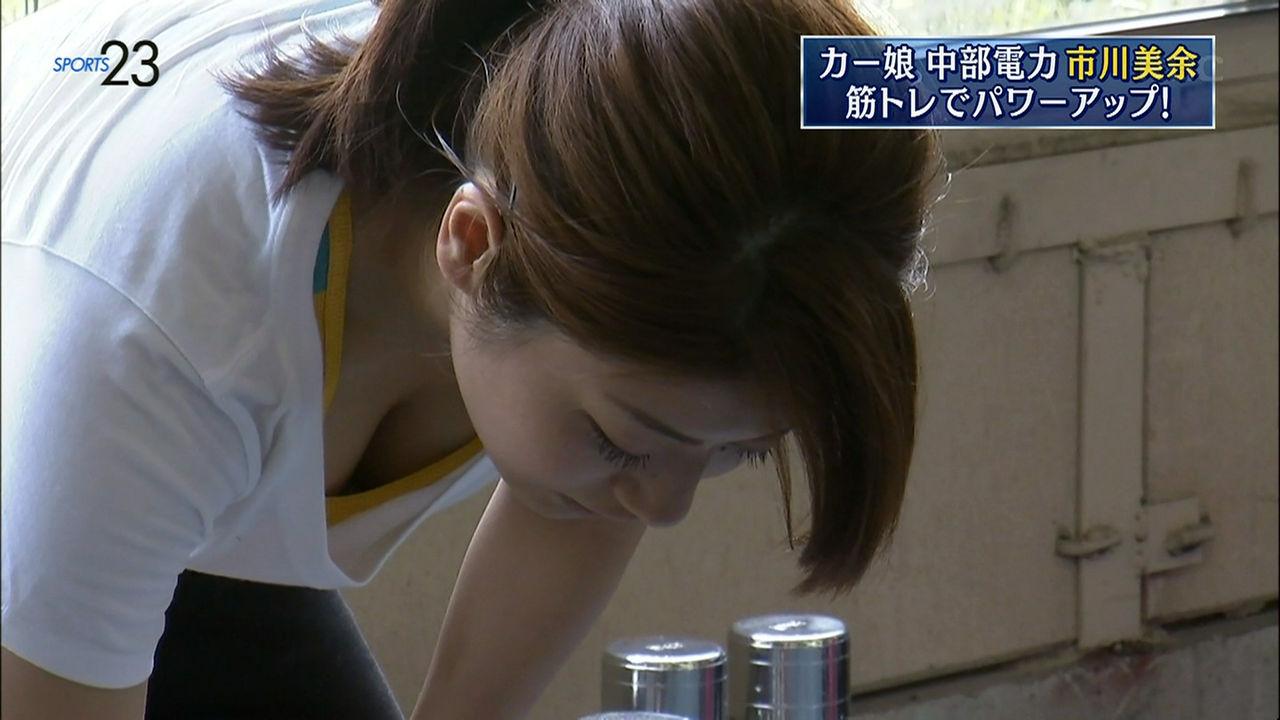 ウェイトトレーニングをするカーリング・市川美余選手のおっぱいポロリ