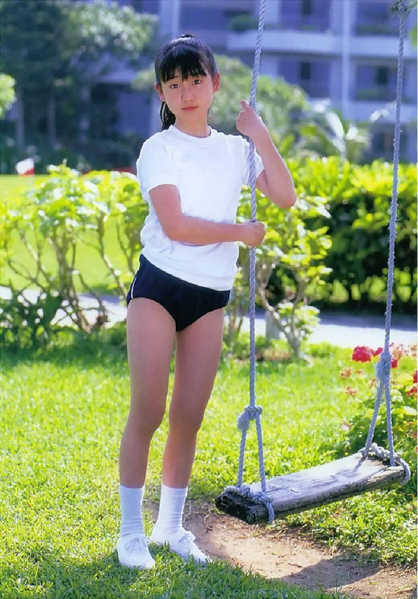 ジュニアアイドル時代の大島優子、体操着にブルマ姿のグラビア