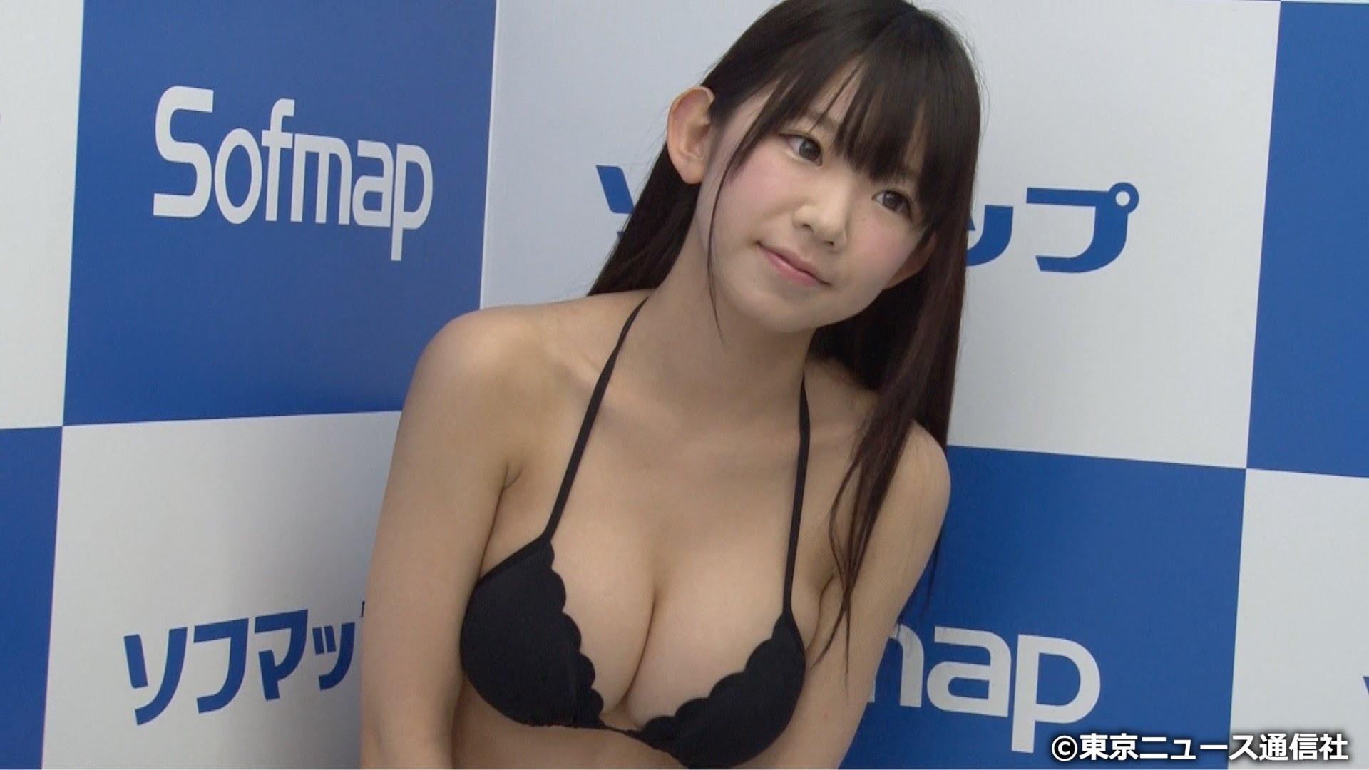 DVDの発売記念イベントでソフマップに登場した長澤茉里奈