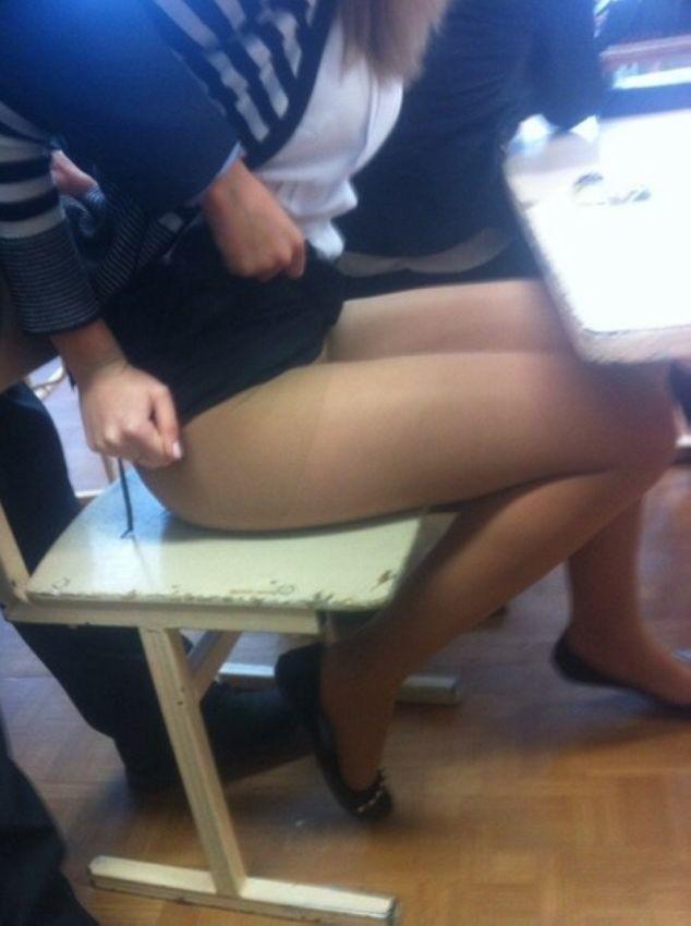 ロシアの学校にいるエロい体の女子学生