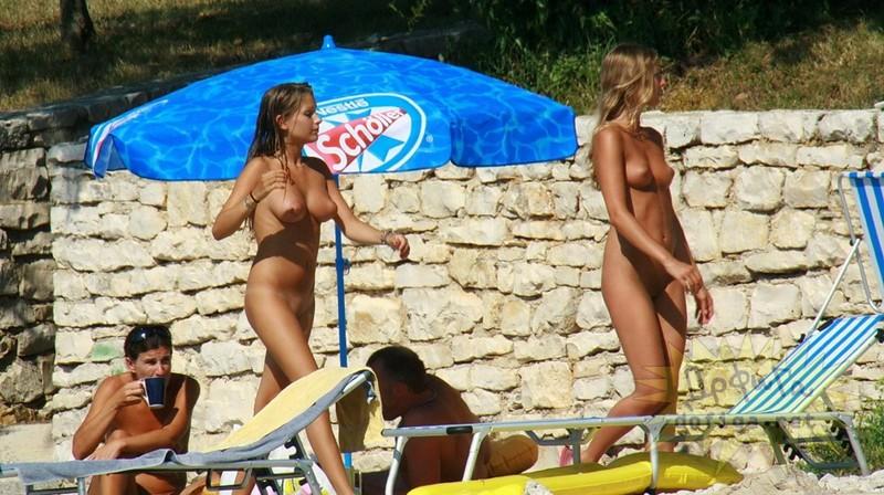 ロシアのヌーディストビーチにいた巨乳ロシア美女