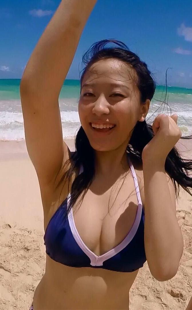 スクール水着を着たモーニング娘。の小田さくら