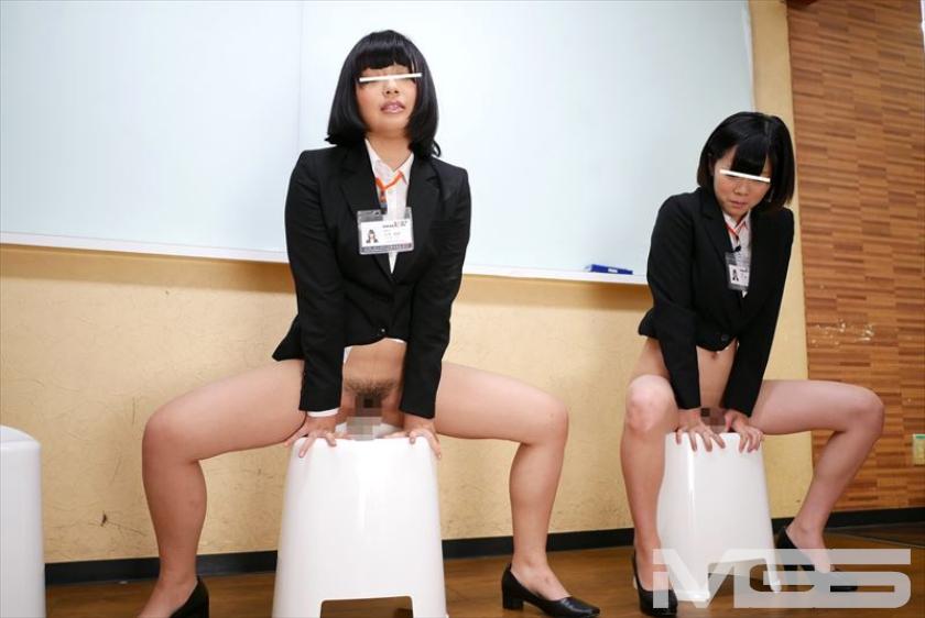 【横乳エロ画像】服の横からふっくらした柔らかそうな膨らみ