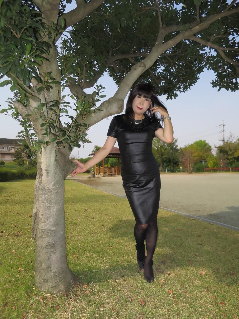 黒タイトワンピC(4)
