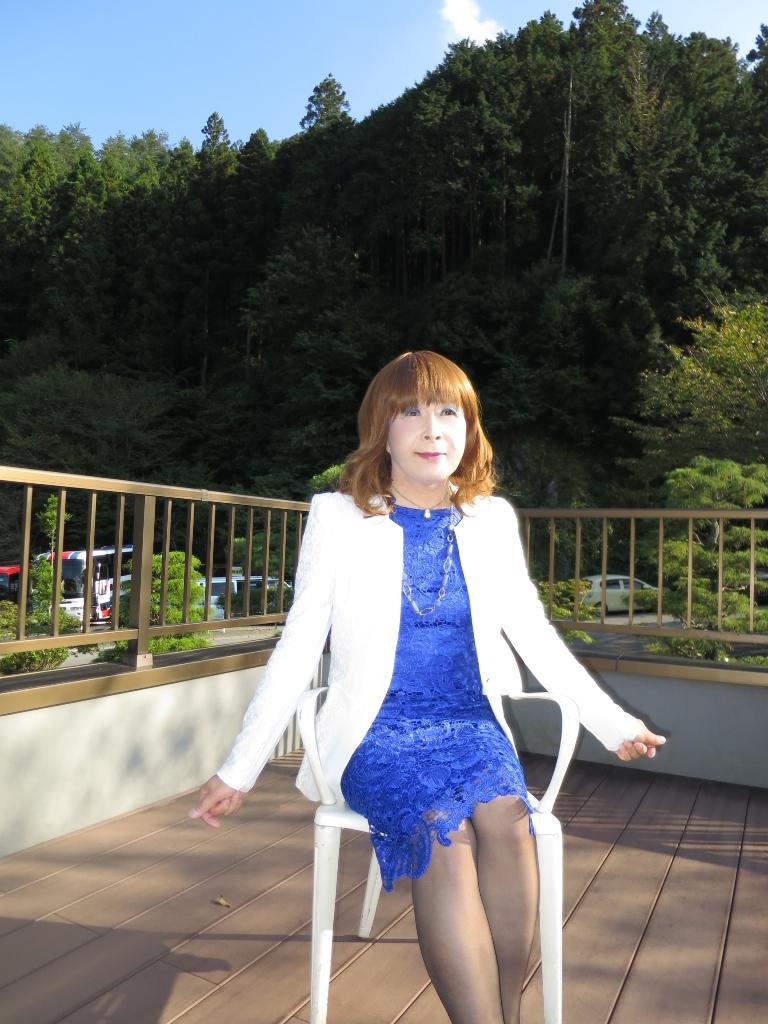 青レースワンピ白ジャケット秩父(5)