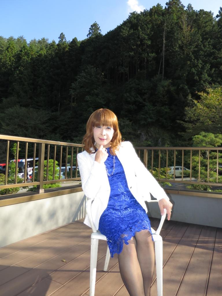 青レースワンピ白ジャケット秩父(4)
