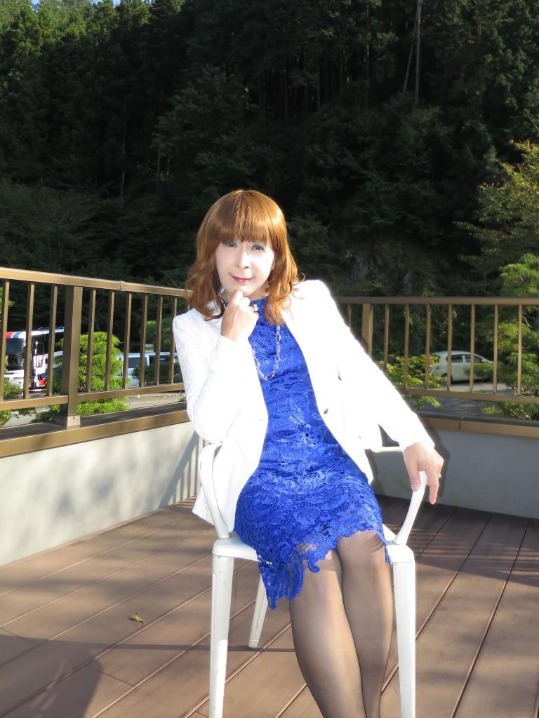青レースワンピ白ジャケット秩父(8)