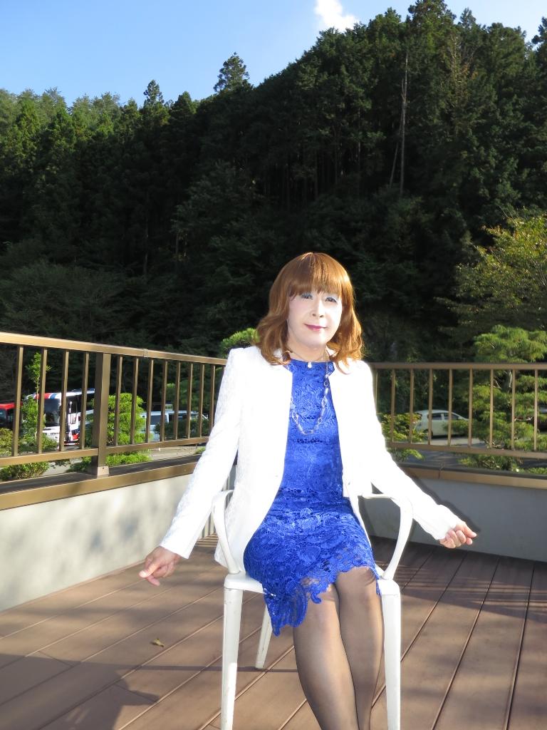 青レースワンピ白ジャケット秩父(6)