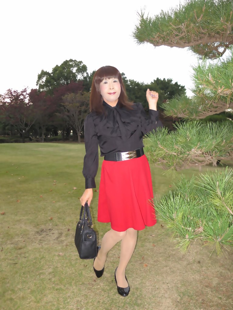 赤スカート黒ブラウスA(1)