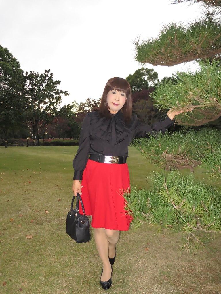 赤スカート黒ブラウスA(2)
