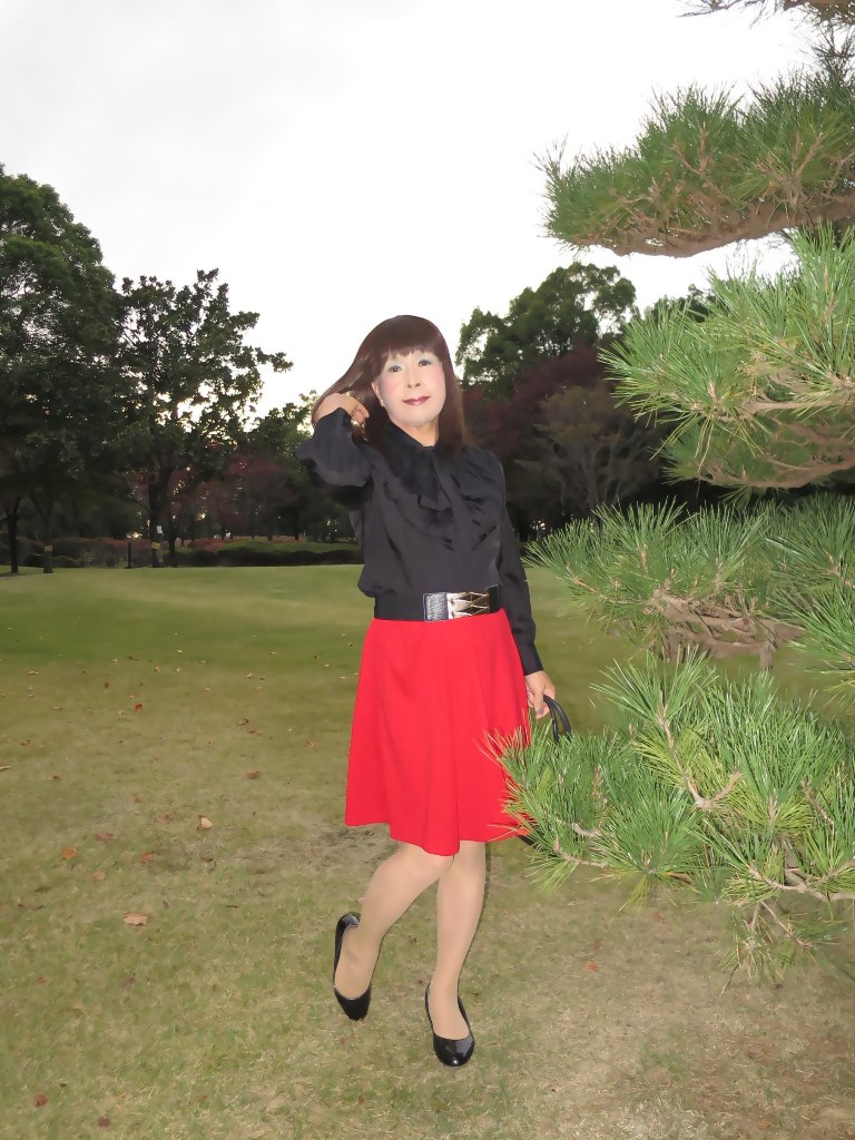 赤スカート黒ブラウスA(3)