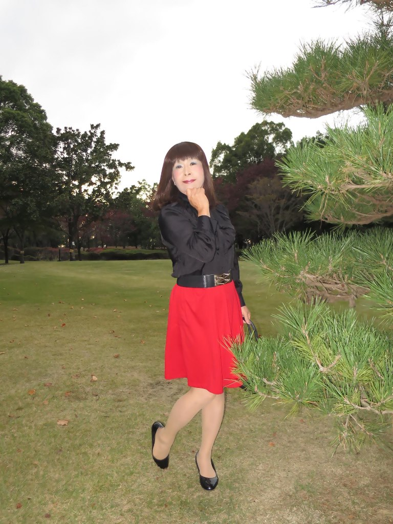 赤スカート黒ブラウスA(4)