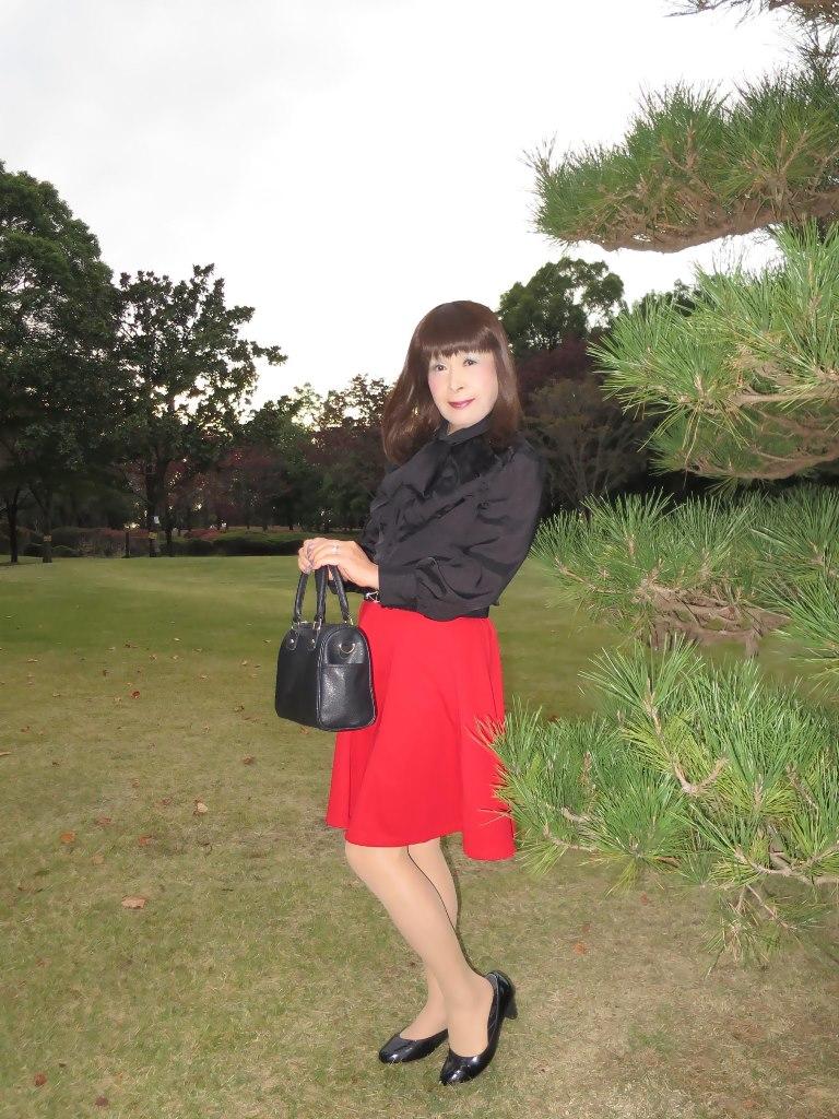 赤スカート黒ブラウスA(5)