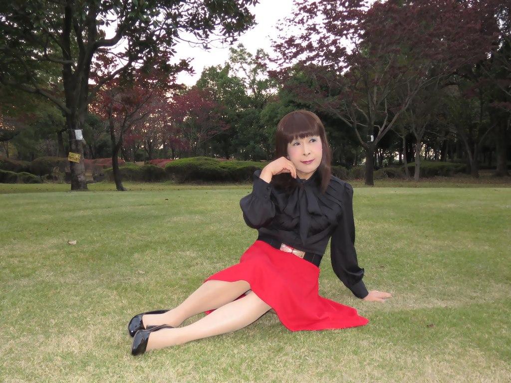 赤スカート黒ブラウスC(1)