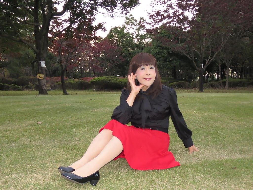 赤スカート黒ブラウスC(4)