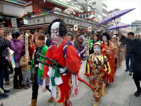 こども歌舞伎のお練 ①