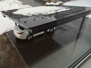 ソーラーカーポート雪解け発電開始