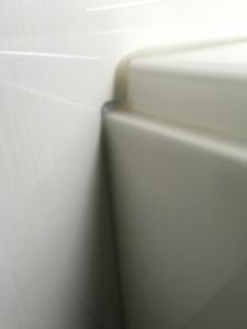 浴槽と壁の間