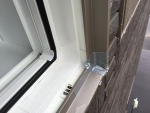 割れた窓サッシの応急処置